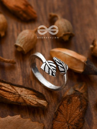 The Intricate Leaflets Toe Ring - Tiny Trinket Collection