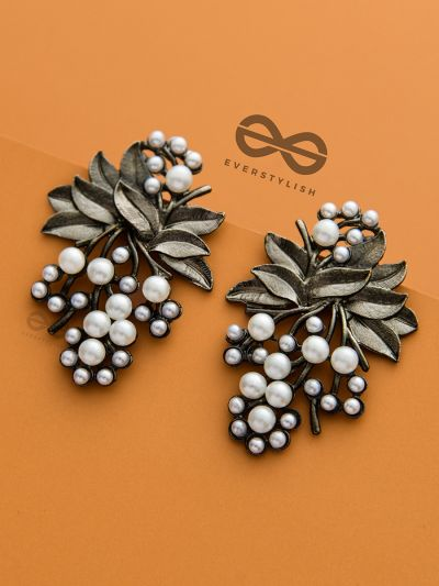 The Reminiscence of Nature - Statement Pearl Stud Earrings (Gun Metal)