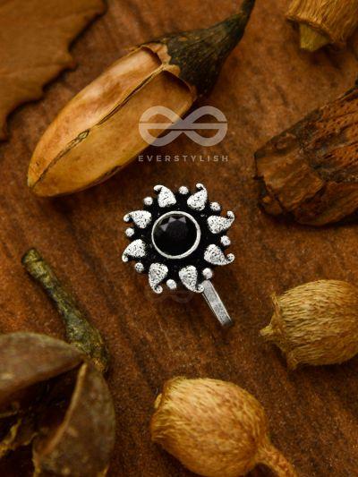 The Paisley Sun - Oxidized non-pierced nose-pin (onyx black)