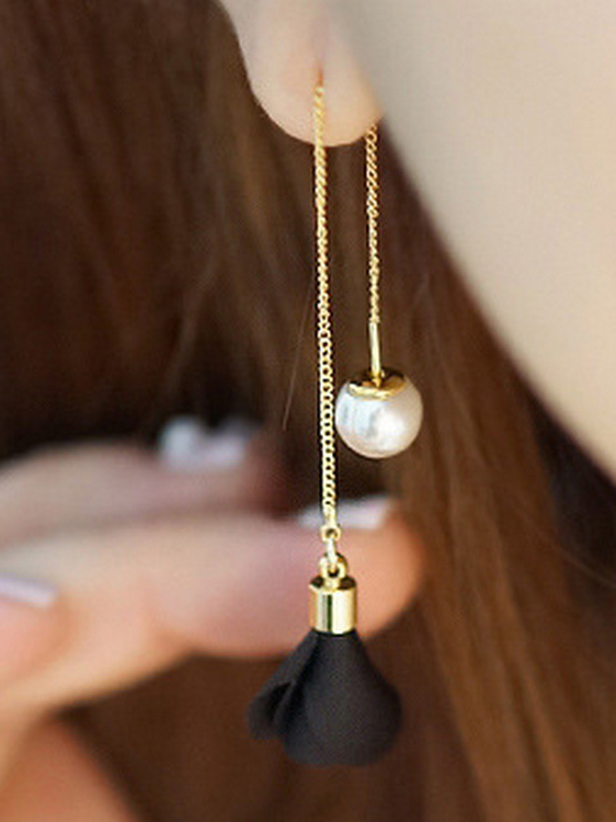 Hanging in balance Pearl and Flowers Needle Earrings- Black